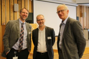 A happy Center leader Øystein Ulleberg together with Vice President of SINTEF Rune Bredesen and Director of R&D in Elkem Technology Ragnar Tronstad. Photo: Mona Lunde Ramstad